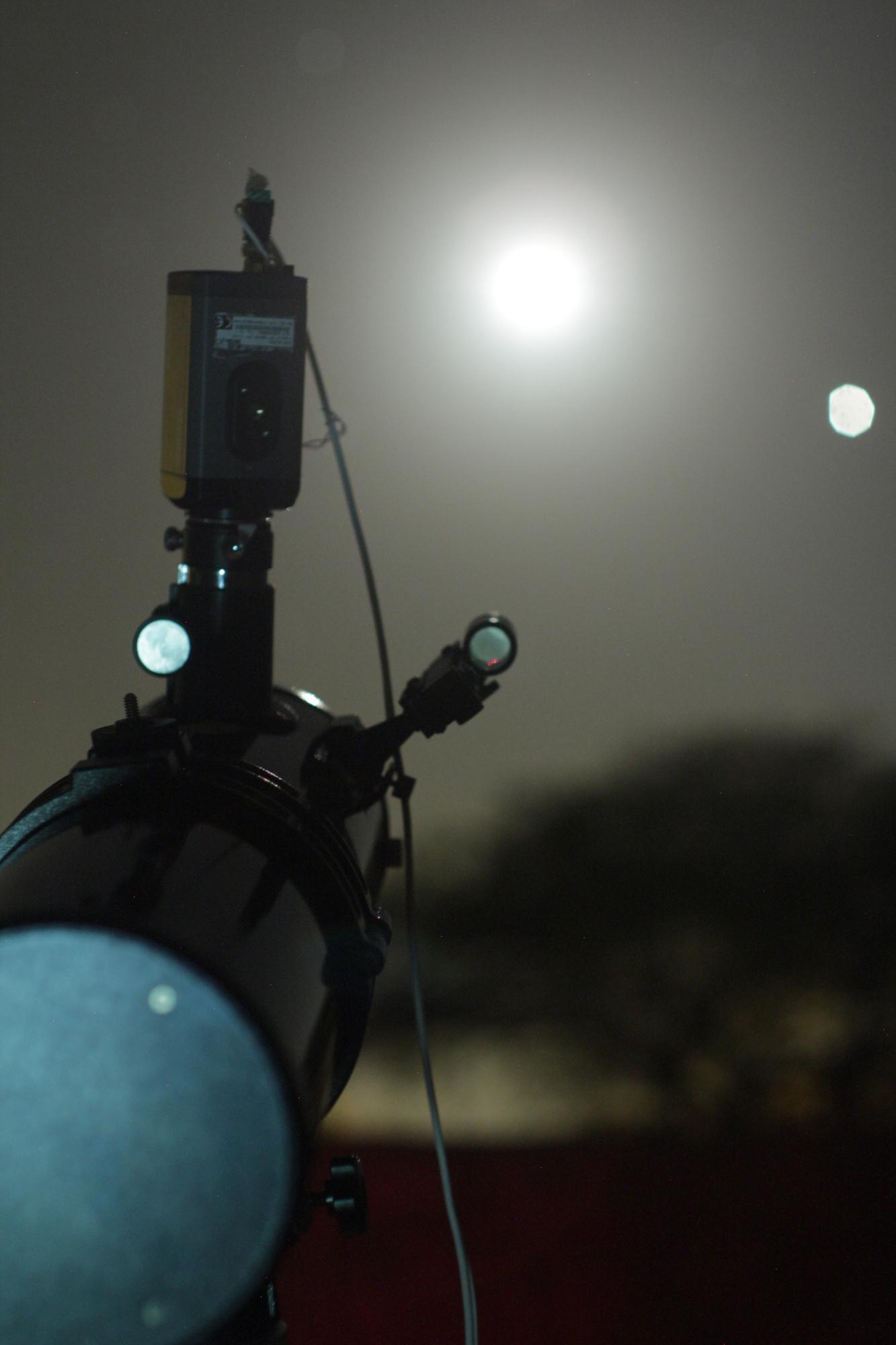 astronomos-da-pb-registram-meteoro-atingindo-lua-assista