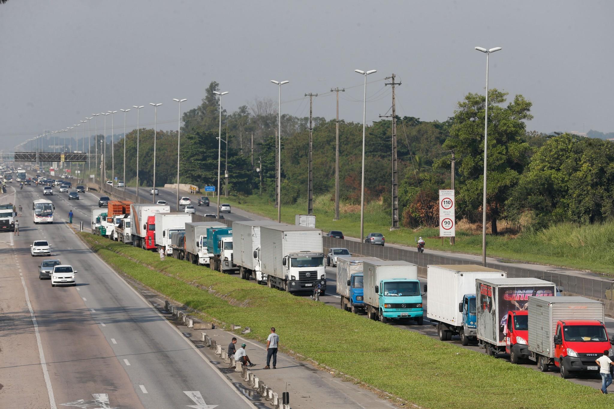 greve-dos-caminhoneiros-afeta-servicos-do-estado-e-de-prefeituras