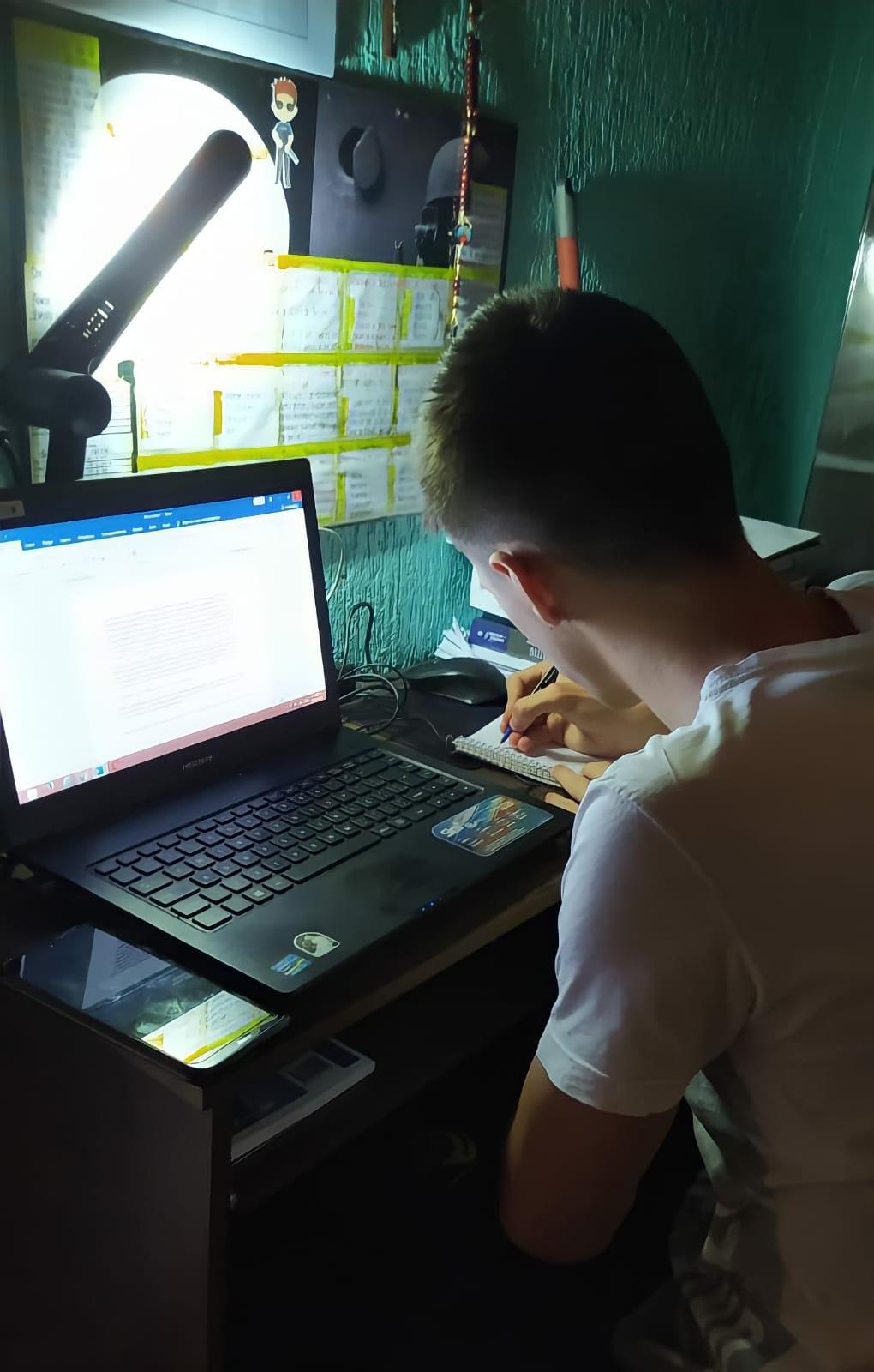 Ryan pratica redações semanalmente (Foto: Acervo pessoal)